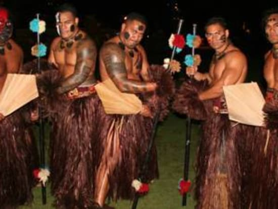 chief s luau traditional polynesian show with authentic fire knife