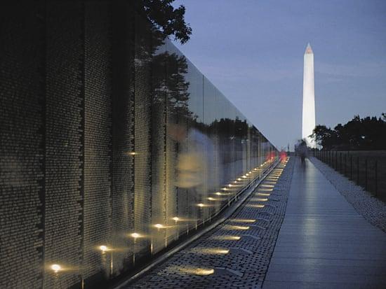 Gray Line - Vitenam Wall and Washington Monument