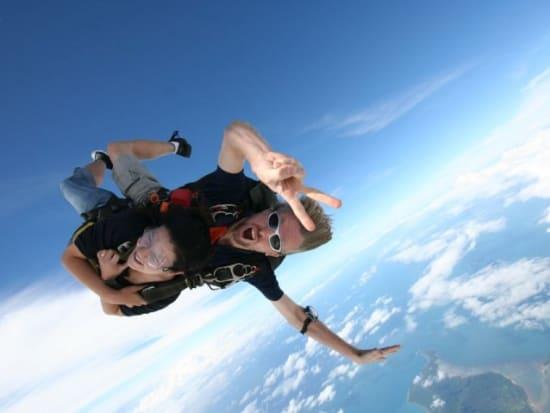 tandem skydive australia instructor and traveler