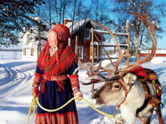 sami-lady-and-reindeer