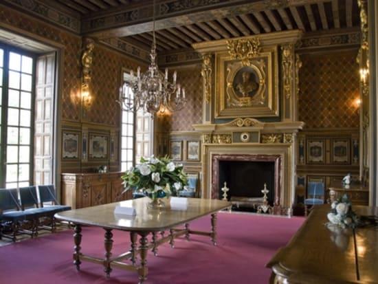 シュヴェルニー城 私有なので美しく保存されている