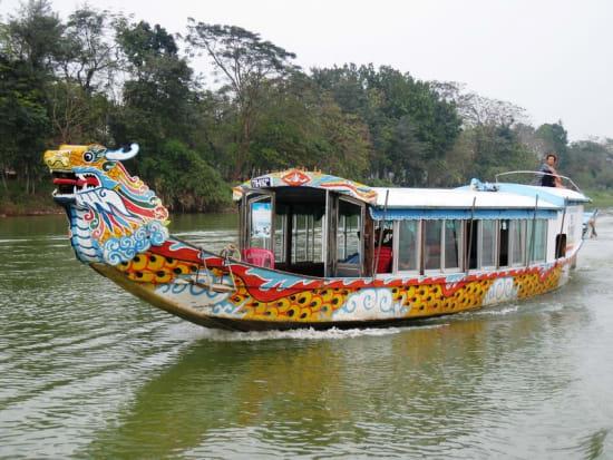 1382154010Hue-boat2