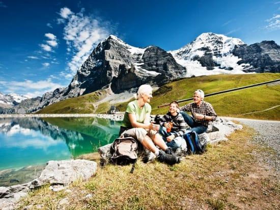 KS_n_0176_Jungfrau_Eiger_Walk_Fallbodensee_mit_Jungfraubahn