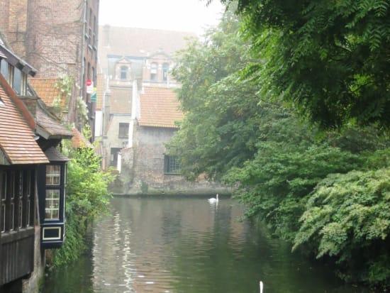 静かな時が流れる運河