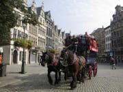 整備された街中を馬車が走ります