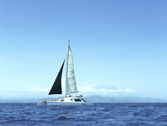Sailing-the-Waka