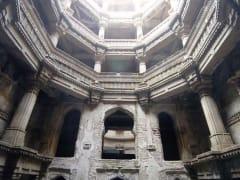 ahmedabad_np_Adalagvav_insideview_gumbaj