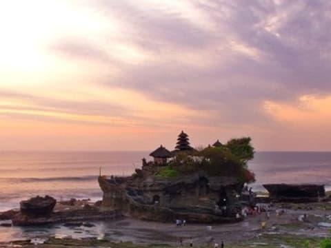 タナロット寺院夕日&タマンアユン寺院 (バリ島内観光ツアー) | バリ島の観光・オプショナルツアー専門 VELTRA(ベルトラ)
