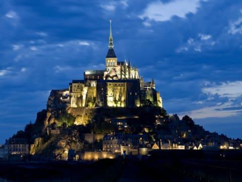 日帰り夜景鑑賞(冬季) (モンサンミッシェル) | パリの観光・ツアーの予約 VELTRA(ベルトラ)