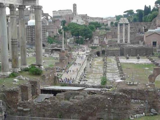 IT_ROME_AM FORO ROMANO WALKING_Foro Romano5_2011