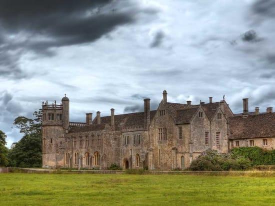 Lacock-Abbey--Cotswolds-Harry-Potter-Location