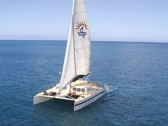 Honi Olani Boat Charter Waikiki Deluxe Catamaran Private Cruise