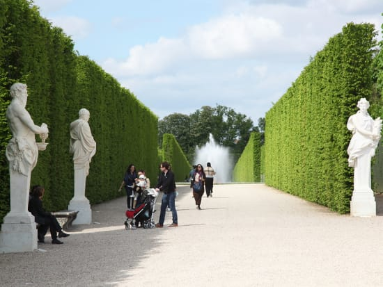EXT_Fountains-and-Hedges