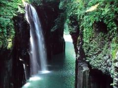A374新緑の高千穂峡(提供:高千穂町観光協会)