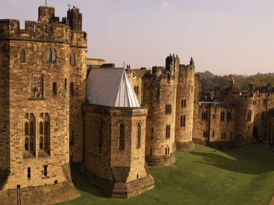 Alnwick_Castle_(1)(1)[1]