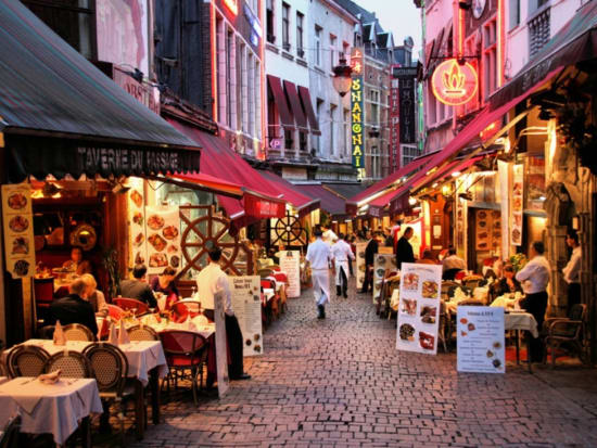 6.-brussels-by-night.-restaurant.-gourmet.-tour.-what-to-do.-where-to-go.-places-to-visits.-culinar-tour-1100x733