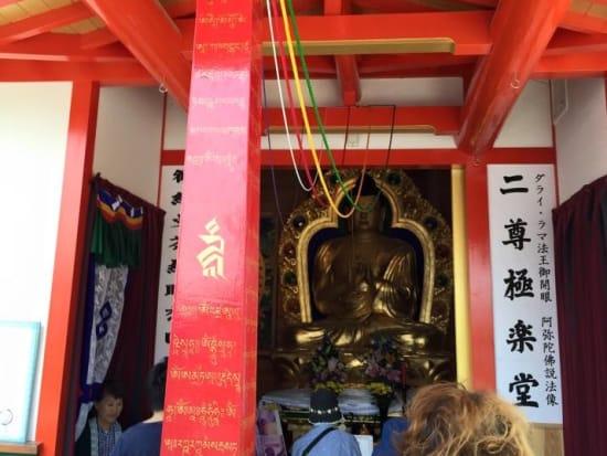 赤い回向柱のある西方寺