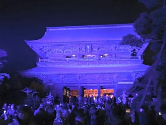 長野灯明まつり期間中の善光寺