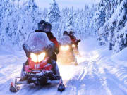 Snowmobile_excursion_by_Lapland_Safaris_8