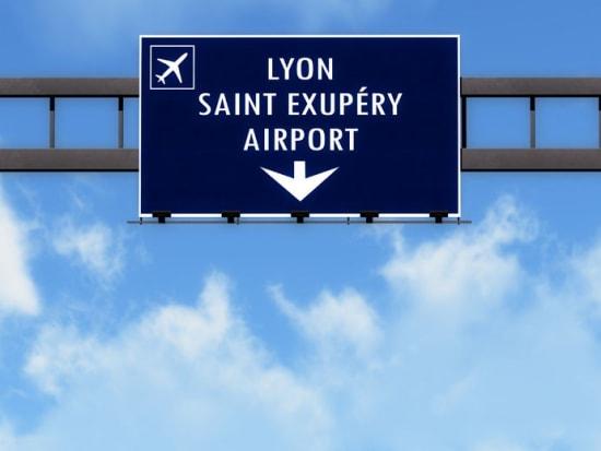 リオン空港看板