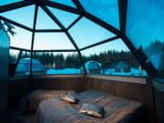 inside-the-glass-igloo-rovaniemi-lapland-finland-825x550