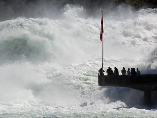Rheinfall_Hochwasser2013_9se_R