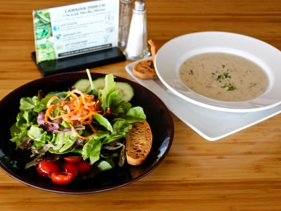 Deluxe&Royal Menu - House Salad or Seafood Chowder