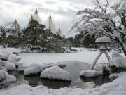 雪の兼六園徽軫灯籠