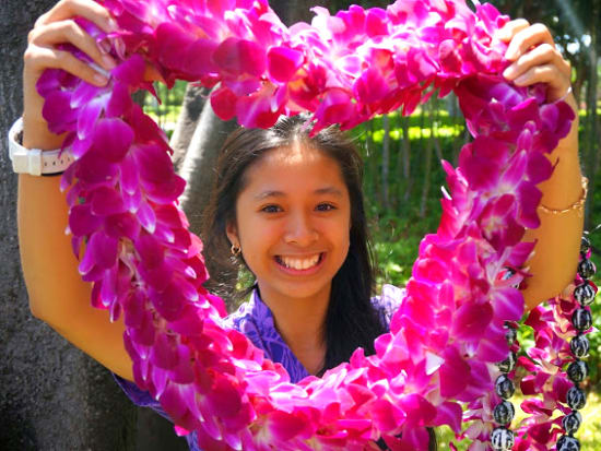 Honolulu airport traditional welcome flower lei greeting oahu tours experience a traditional welcome to the islands with a warm and authentic hawaii lei greeting right at your arrival gate no better way to start your m4hsunfo