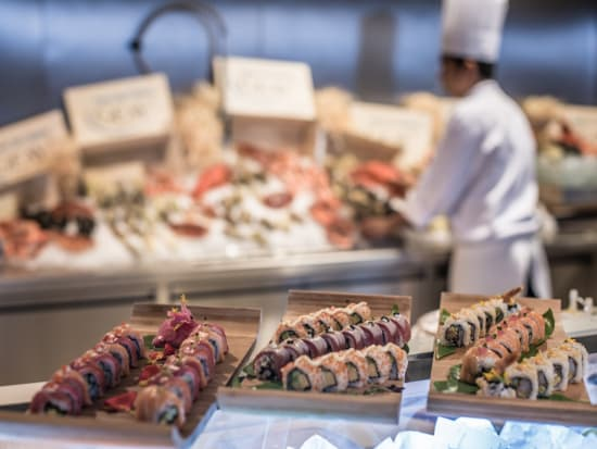 Enjoy A Delicious Brunch Buffet At Giardino In One Of Dubai S Five Star Hotels Palazzo Versace Satisfy Your Cravings With The Freshest Seafood And