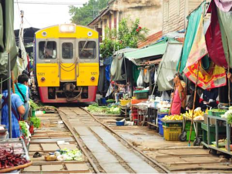 メークロン線路市場 | バンコクの観光・オプショナルツアー専門 VELTRA(ベルトラ)