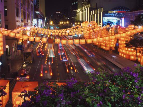 2b77c9bbb9d Vibrant Chinese lanterns in Singapore Chinatown