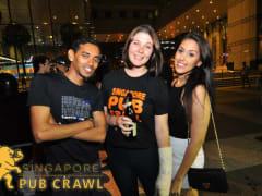 singapore pub crawl tourists enjoying night club