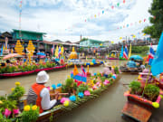 Damneon Saduak floating market