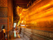 Reclining Buddha golden statue at Wat Pho