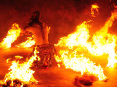 Sanghyang_Kecak_Fire,_Trance_and_Monkey_Dance (3)