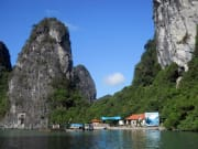 Halong_Bay_by_Boat (1)