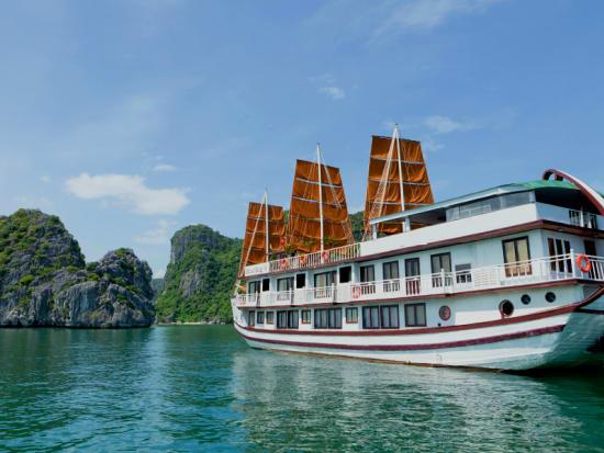 Ha Long Bay Overnight Cruise