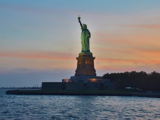 Gray-Line-City-Sightseeing-New-York-Statue-crop