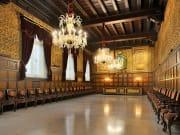 Casa de La Seda's main room