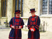 UK_London_Guards pose for a photo