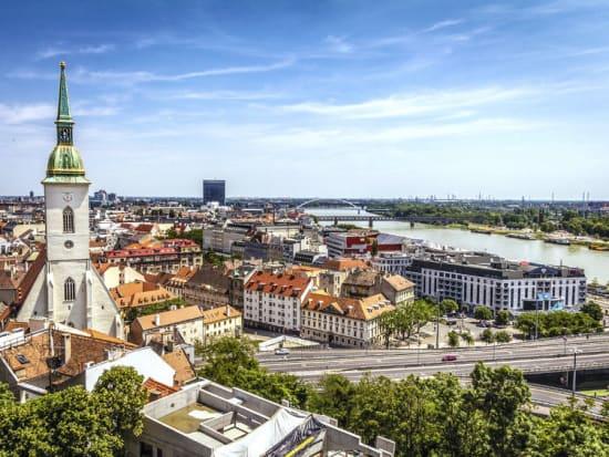 スロバキアの首都ブラチスラヴァ 1日観光ツアー<日本語ガイド/昼食 ...
