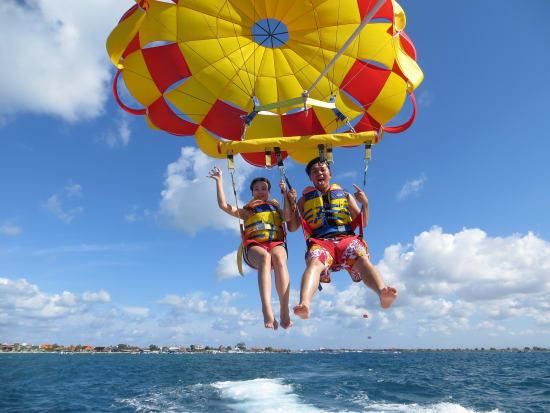 parasailing_adventure