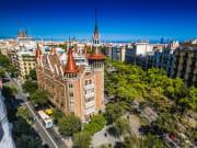 Spain_Barcelona_Casa_de_les_Punxes_skyline