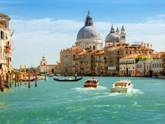 Italy_Venice_Gondola_shutterstock_583564768