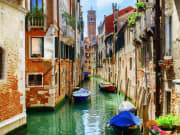 Italy_Venice_Rio_di_San_Cassiano_Canal_Bell_Tower_of_San_Cassiano_Church_shutterstock_317466707