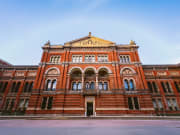 UK_London_V&AMuseum_shutterstock_382168297