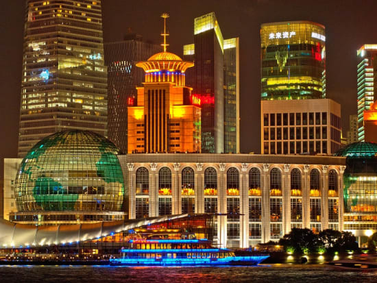 Evening Huangpu River Cruise And Bund City Light Private Tour With