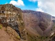italy_sorrento_mount-vesuvius-crater_shutterstock_442845610