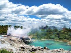 Rotorua_Te_Puia_geyser_shutterstock_607719938